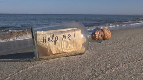 Bottle with a message on the beach Filmmaterial