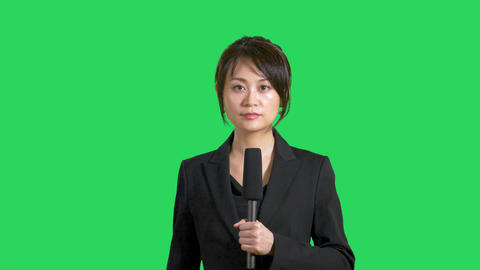 Serious Asian Chinese news presenter on green screen Live影片