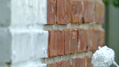 Painting brick house slow motion close up Archivo