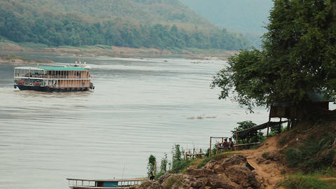 Boat traveling up the Mekong river Filmmaterial