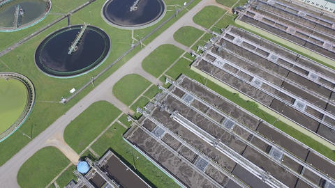 Sewage farm. Static aerial photo looking down onto the clarifying tanks and gree Filmmaterial