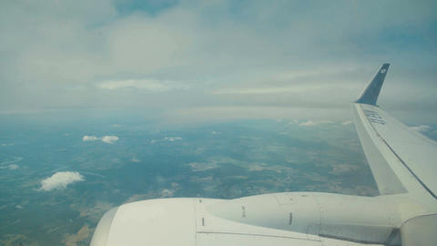 Window view from an airline jet during flight ビデオ
