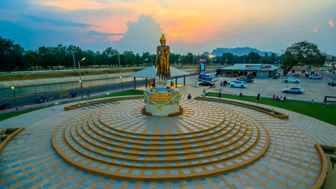 temple around Mae Klong dam Fotografía