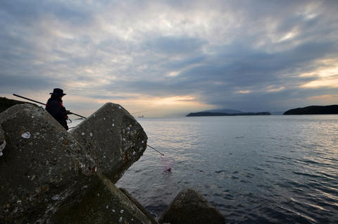 An angler and the Japanese sea Foto