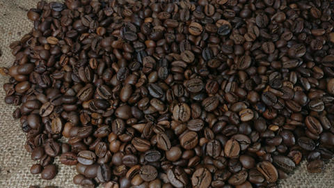 Roasted coffee beans zoom Live Action
