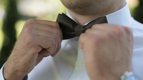 The groom wears a butterfly tie in the morning Live Action