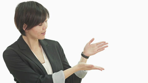 Asian businesswoman showing product space Live影片