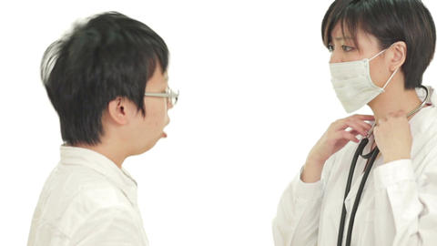 Asian doctor checking heartbeat with stethoscope Live影片