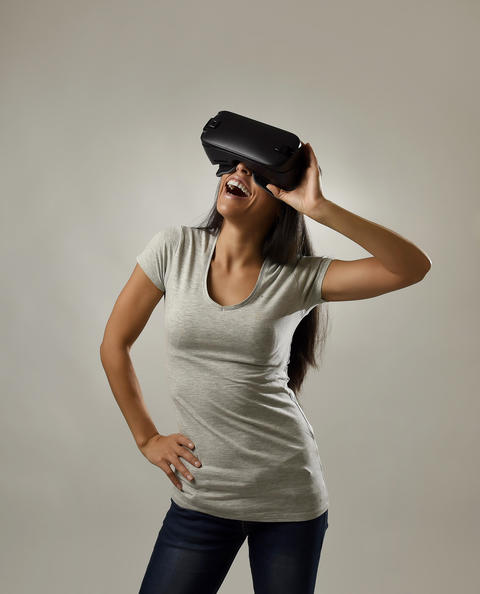 attractive happy woman excited using 3d goggles watching 360 virtual reality vis Foto