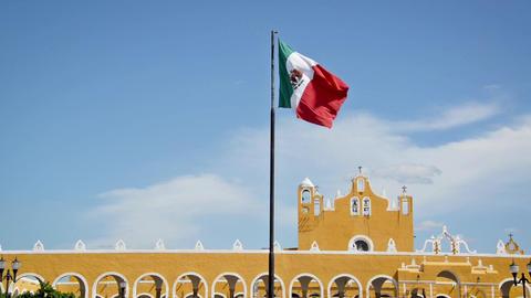 Waving Flag and Monastery ビデオ