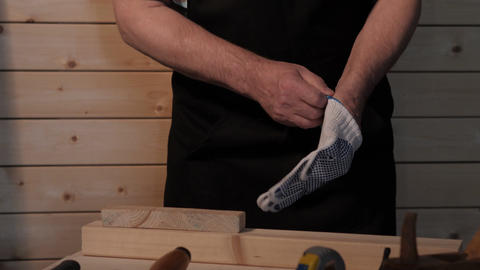 Senior carpenter preparing to work Filmmaterial