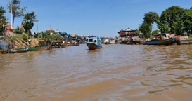 SIEM REAP, CAMBODIA - NOVEMBER 2015: Kompong Phluk fishing village Footage