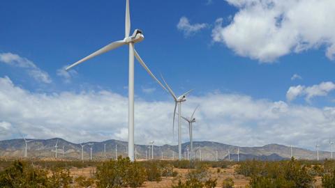 Driving Past A Wind Farm Filmmaterial