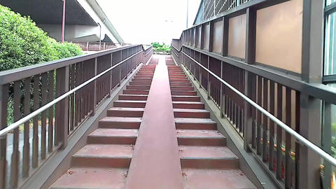 Go up the stairs ビデオ