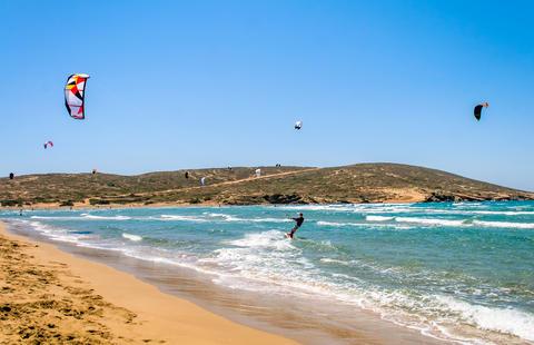 Someone kiteboarding in sunny day Foto