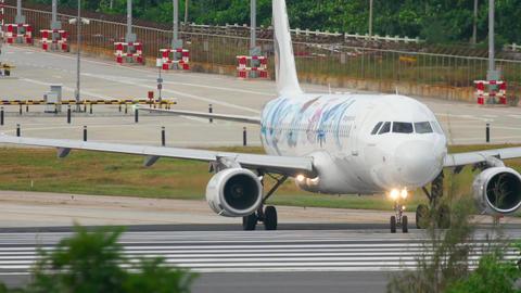 Bangkok Air Airbus 320 taxiing Footage