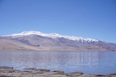 View of Tso Moriri lake with blue sky ,Leh Ladakh, Jammu and Kashmir, India Beau Photo