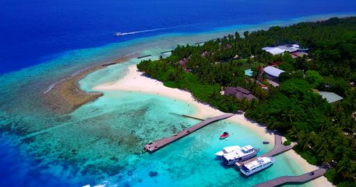 v06337 Aerial flying drone view of Maldives white sandy beach luxury 5 star reso フォト
