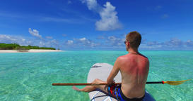 v07281 Maldives white sandy beach 2 people young couple man woman paddleboard ro 影片素材
