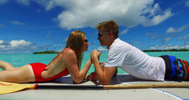 v07321 Maldives white sandy beach 2 people young couple man woman paddleboard ro ビデオ