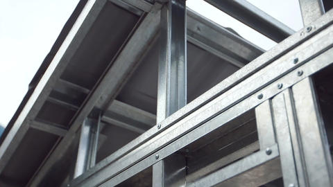 Metallic structure Live Action