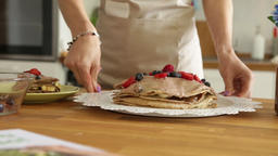 Showing a ready pancake cake Archivo