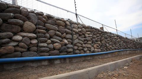 Mesh stone wall Live Action