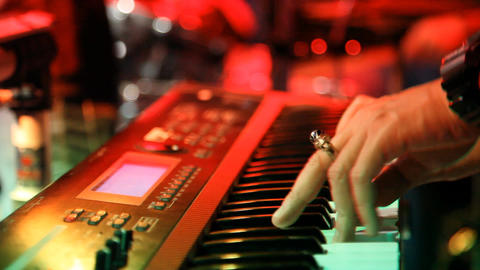 Man Playing Piano in Nightclub ビデオ