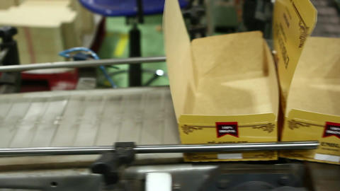 Boxes on conveyor belt Live Action