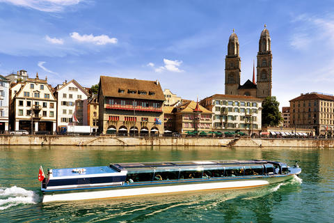 River Cruiser in Limmat and Grossmunster Church in Zurich 相片