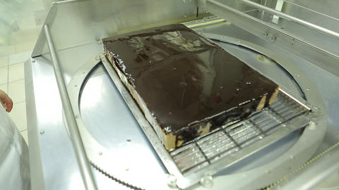 Closed cake on cutting machine Live Action