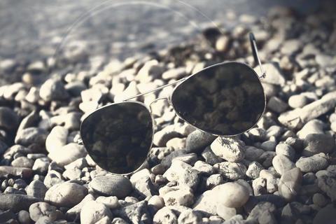 Sunglasses on the beach Foto