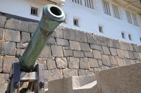 Canon In Front Of Osaka Castle Japan Fotografía
