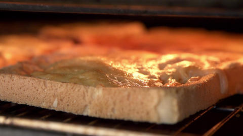 Cheese On Toast Being Grilled In Oven ライブ動画
