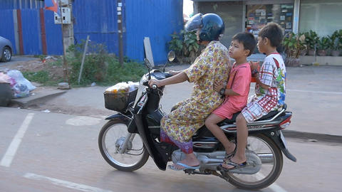 SIEM REAP, CAMBODIA - NOV 2015: Asian Family on motor bike Footage