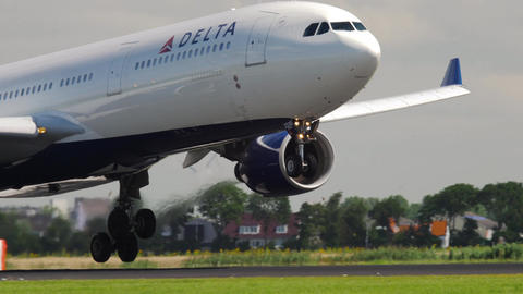 Delta Airlines Airbus 330 landing Footage
