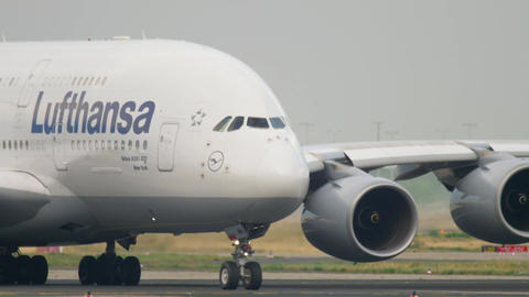 Lufthansa Airbus 380 taxiing Footage