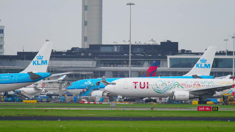 TUI Fly Boeing 767 taxiing after landing Filmmaterial