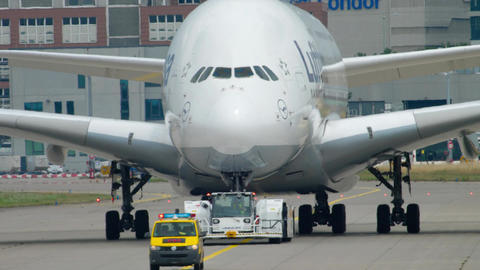 Towing Lufthansa Airbus 380 Footage