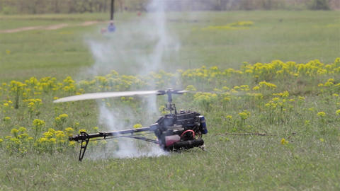 Toy helicopter flies off after its maximum engine revs 6 Footage
