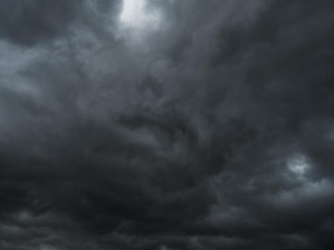 Storm and rain clouds in dark sky nature background Foto