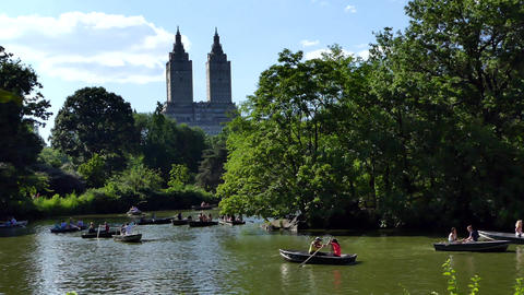 NYC Central Park Pond, Boats, Towers Archivo