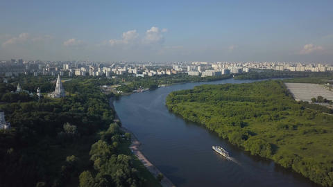 Aerial view of Church of the Ascension, Kolomenskoye park and Moscow river ビデオ