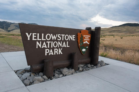 Yellowstone National Park sign in Wyoming フォト