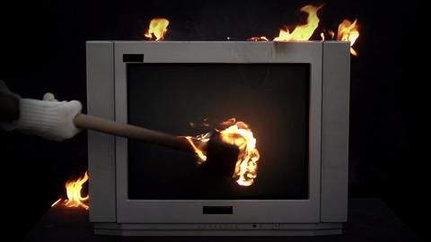 Splitting the TV With a Sledge Hammer Filmmaterial