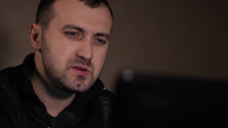 Male writer prints a story at ni ビデオ