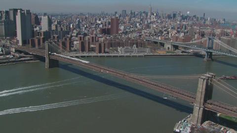 Sweeping brooklyn bridge aerial Live Action
