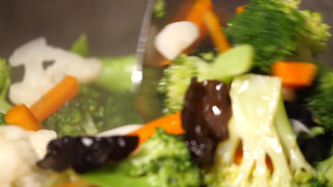 Slow motion of people cooking vegetable with steam on frying pan ライブ動画