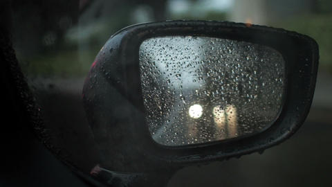 Car side mirror with raining while traffic jam 画像