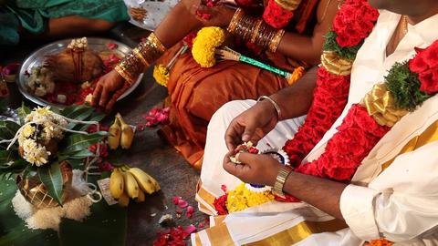 Indian People hands at Prayer ライブ動画